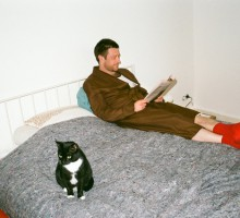 Uwe Bermeitinger relaxing with his cat. Photo © Maxime Ballesteros_1