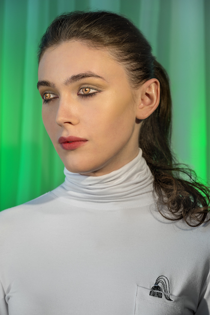 Laurie Simmons, How We See/Edie (Green), 2015. Pigment print, 70 x 48 (178 x 122 cm). Copyright Laurie Simmons, courtesy the artist and Salon 94.