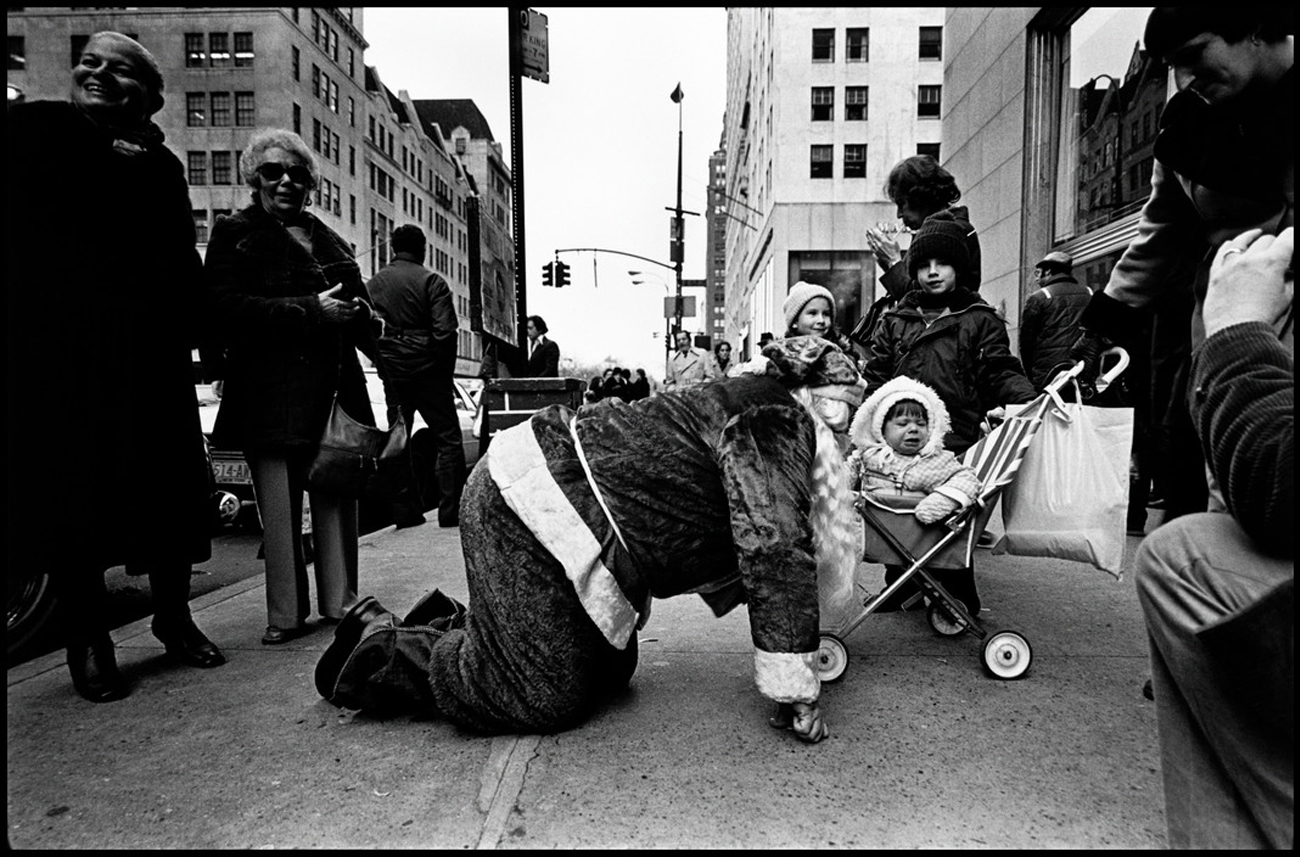 "Susan Meiselas USA. New York City. 1977. Fifth Avenue. From the series, ""Volunteers of America."""